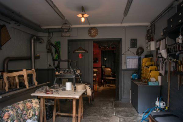 Atelier_Portes-ouvertes_2017-Madeleine-M-tapissier-en-siege-web-3