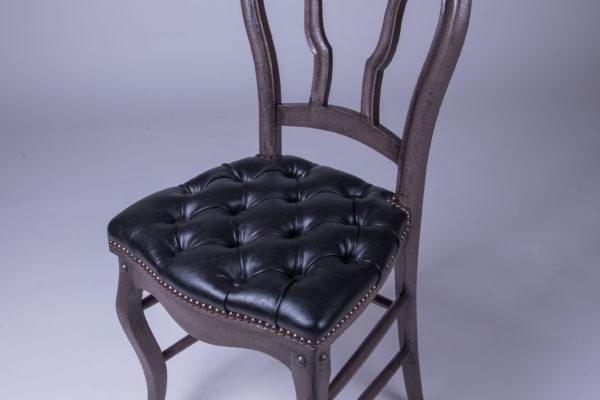 chaise capitonnée